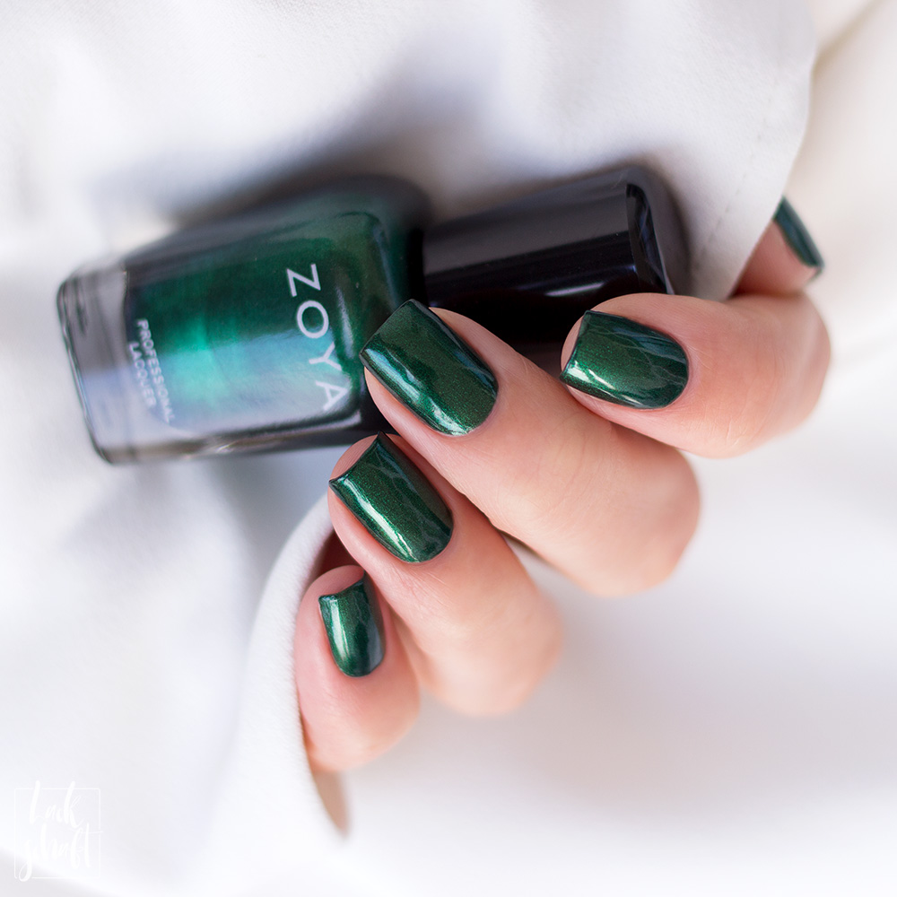 Zoya-Intriguing-Collection-Regina-Green-Nailpolish-Nagellack-Grün-Swatch-1