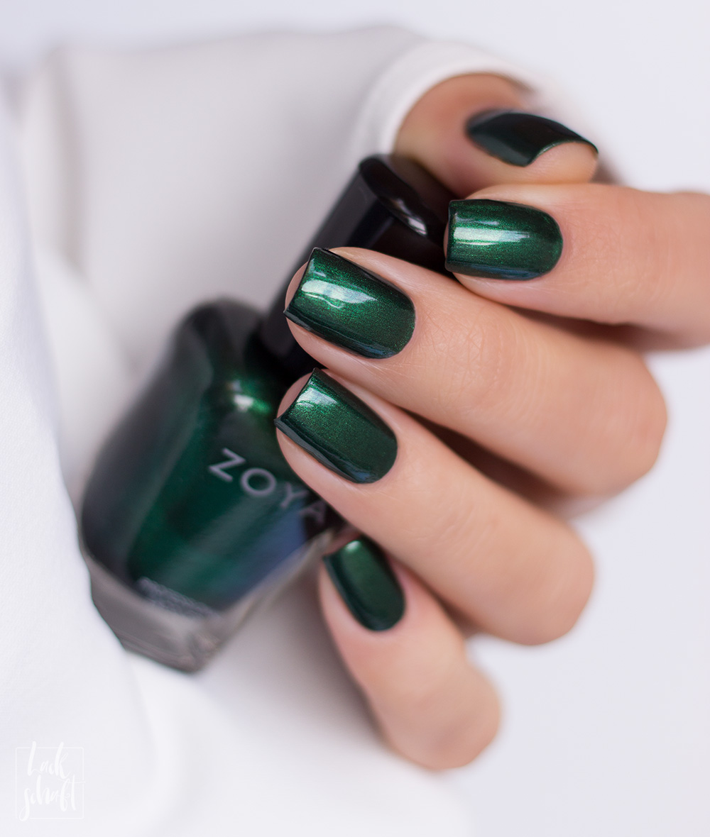 Zoya-Intriguing-Collection-Regina-Green-Nailpolish-Nagellack-Grün-Swatch-2