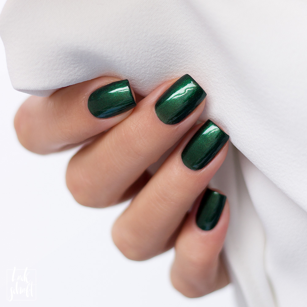 Zoya-Intriguing-Collection-Regina-Green-Nailpolish-Nagellack-Grün-Swatch-3