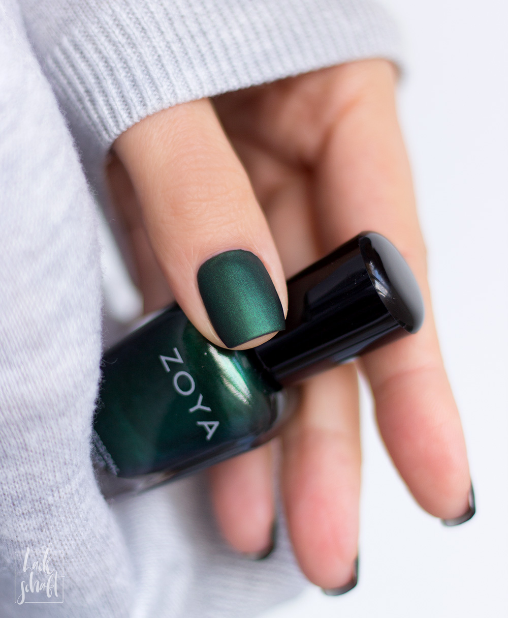 Zoya-Intriguing-Collection-Regina-Green-Nailpolish-Nagellack-Grün-Swatch-matt-5