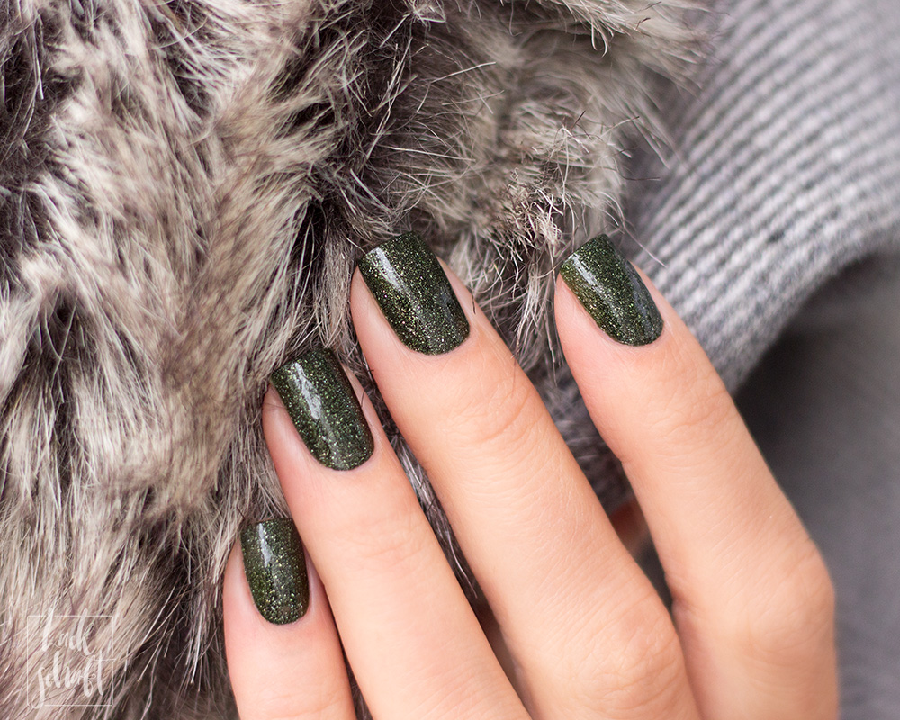 Masura-Golden-Collection-2019-Forest-King-Bride-Swatch-Green-Holo-Indie-Lacquer-Nagellack-3