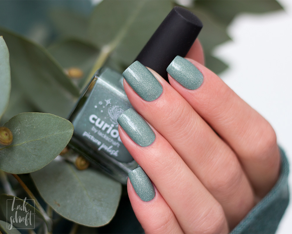 Picture-Polish-Curious-Collab-Shade-Lackschaft-Green-Swatch-2