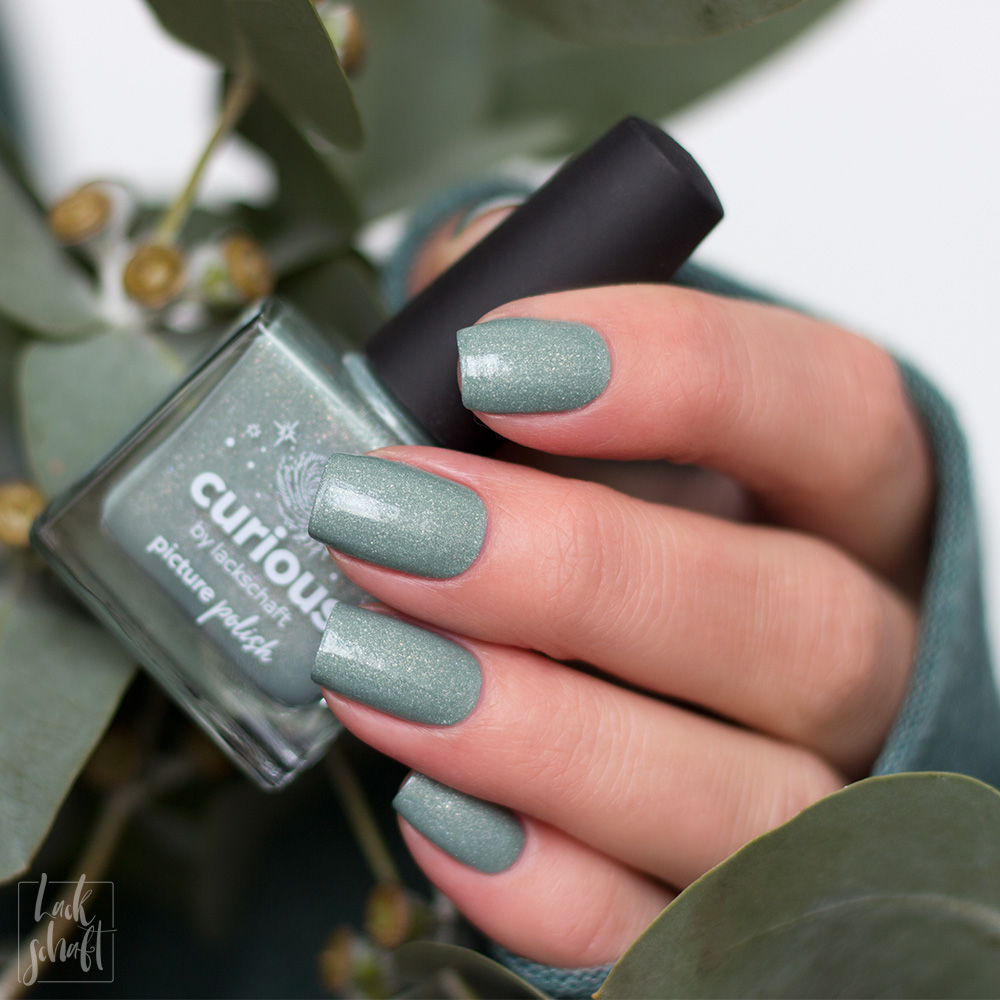 Picture-Polish-Curious-Collab-Shade-Lackschaft-Green-Swatch-3