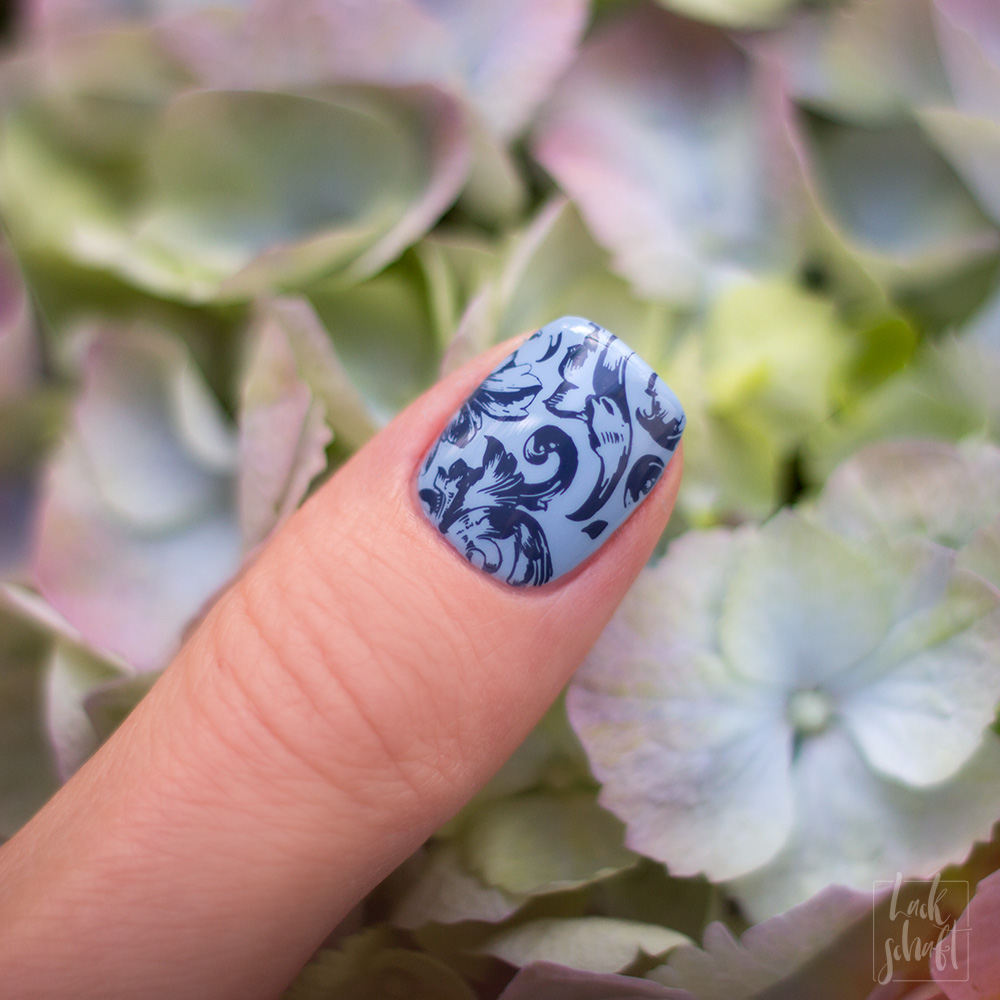 Zoya-darling-Collection-Val-Moyou-Love-is-13-Stamping-Nailart-6