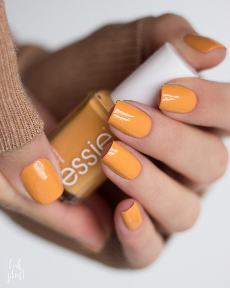 essie-you-know-the-espadrille-sping-2021-Gelb-Yellow-Marigold-Nagellack-Nailpolish-Swatch-1