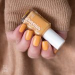 essie-you-know-the-espadrille-sping-2021-Gelb-Yellow-Marigold-Nagellack-Nailpolish-Swatch-4